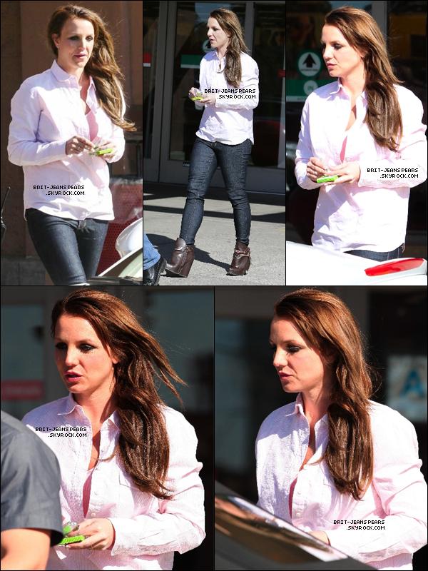 . Britney a été vue sortant du magasin Target de Los Angeles, le 26 février. .