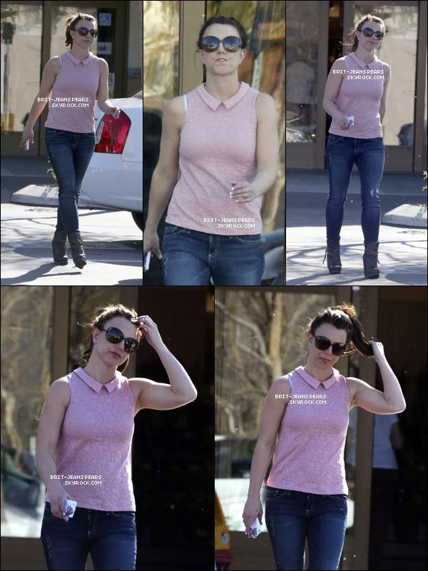 . Britney a été vue alors qu'elle quittait un supermarché à Los Angeles, le 01 mars. .