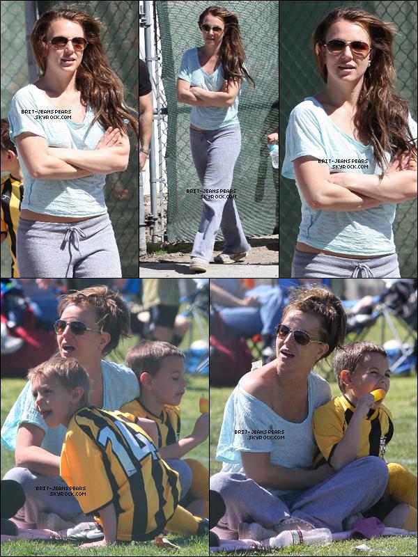 . Brit' assistait à un match de foot de ses fils dans le quartier de Canoga Park, le 10 mars. .