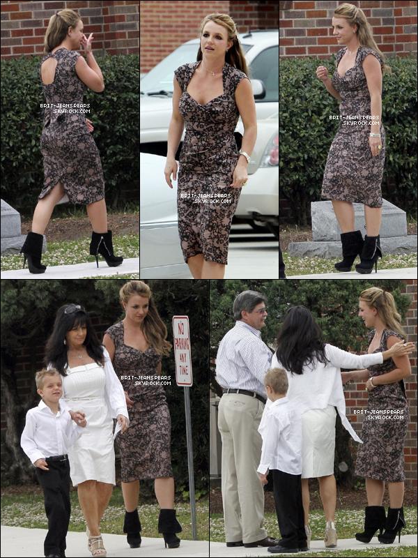 . Britney a été vue faisant du shopping chez Walmart à Kentwood, le 30 mars. .