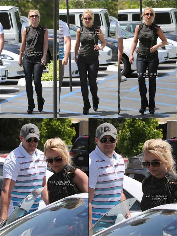 . Britney et David ont été vus sortant du restaurant Pookie Thai de Westlake, le 07 mai. .