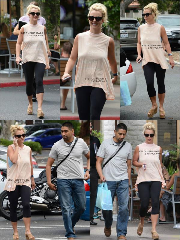 . Britney a été vue en train de faire du shopping chez Siany à Los Angeles, le 01 juillet. .