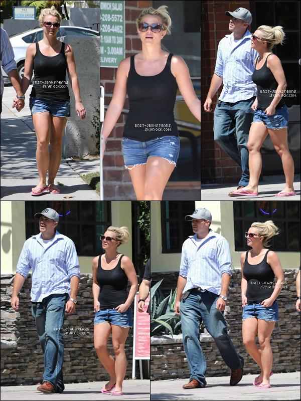 . Britney et David allaient déjeuner au Panini Cafe à Westwood, le 27 juillet. .
