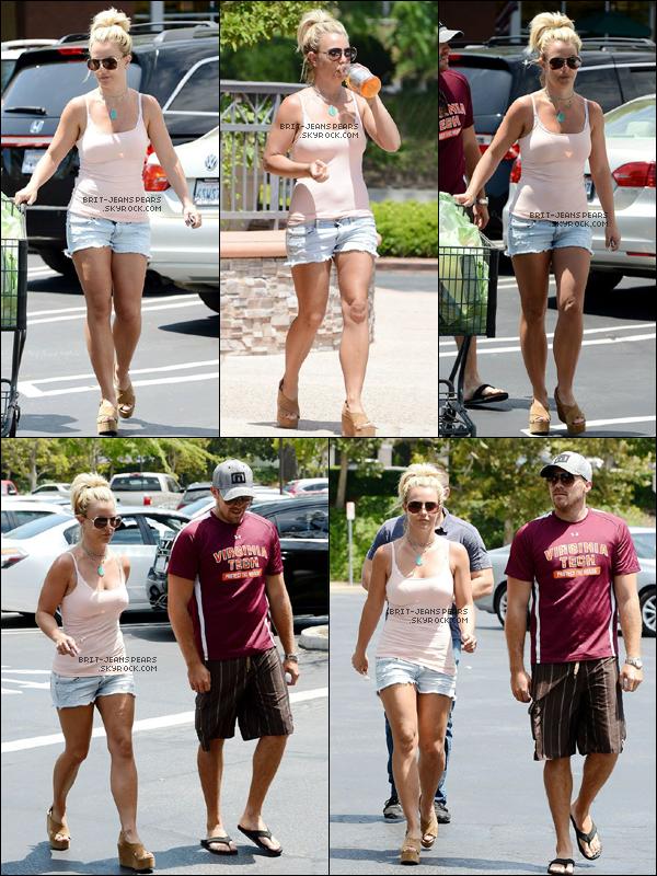 . Britney et David ont été aperçus sortant du spa Forever Bella à Calabasas, le 03 août. .