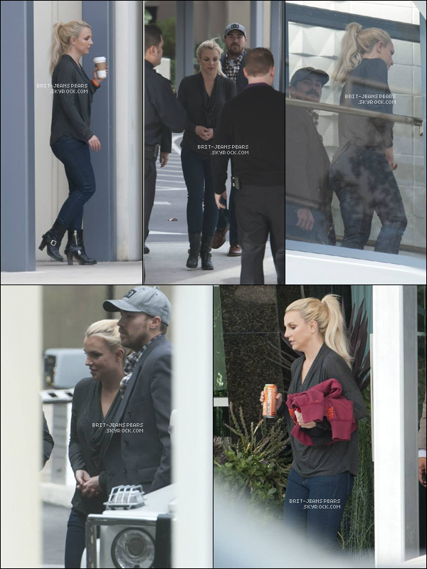 ". Britney et David arrivaient à l'hôpital ""St. Jude"" de Orange Country, le 23 novembre. ."