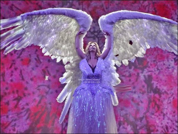 """. Britney répétait son show """"Britney : Piece Of Me"""" devant les médias, le 26 décembre. ."""