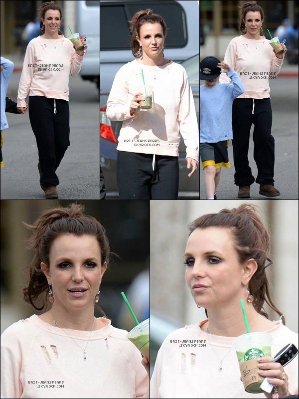 . Britney, ses fils et David ont été vus alors qu'ils quittaient Starbucks à LA, le 09 février. .