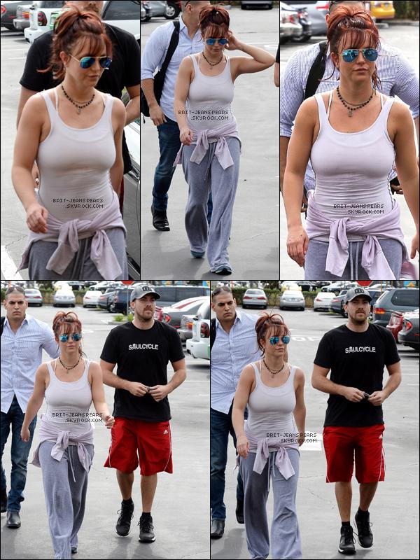 . Britney a été repérée alors qu'elle se rendait dans un salon de bronzage, le 27 février. .