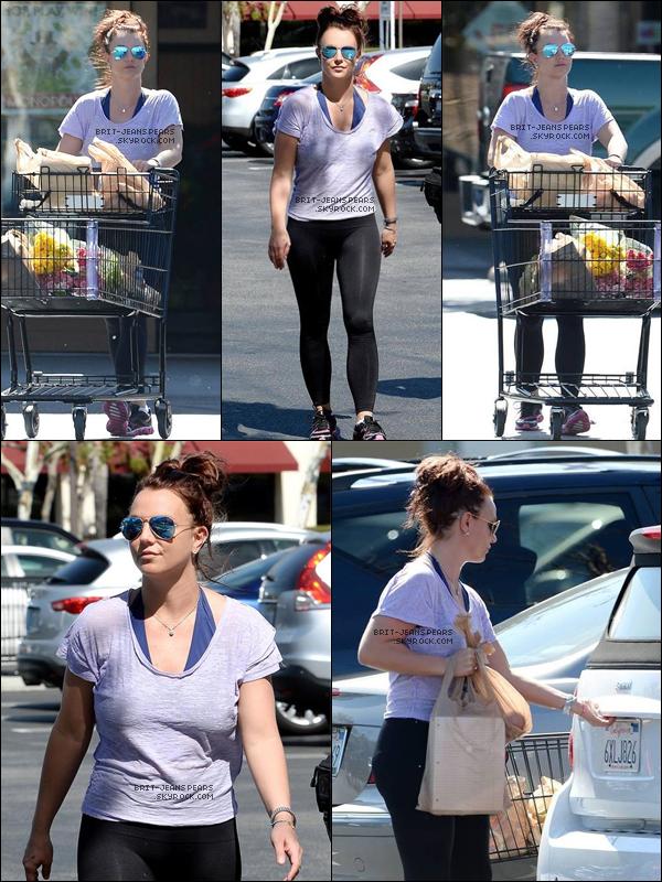 . Britney et sa famille ont été vus à l'aéroport quittant la Nouvelle Orléans, le 16 mars. .