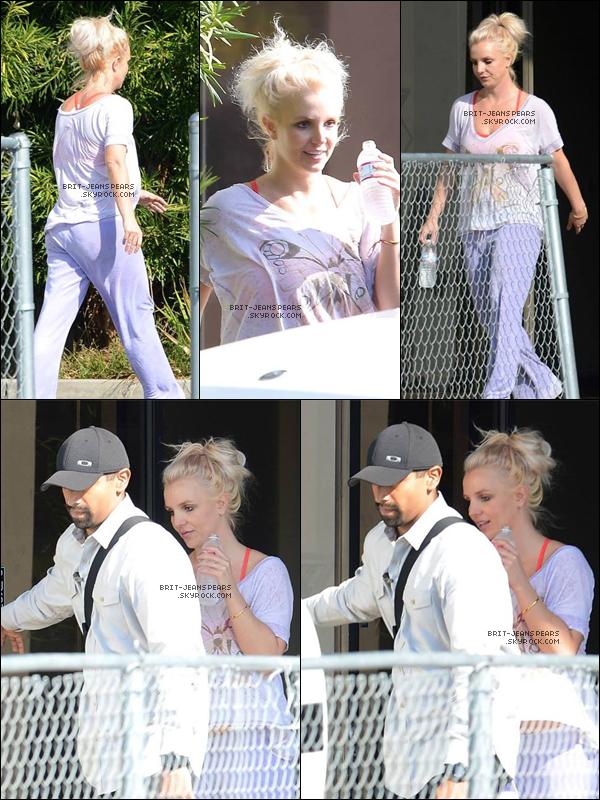 . Britney a été repérée devant un studio de danse pour  ses répétitions, le 27 octobre. .