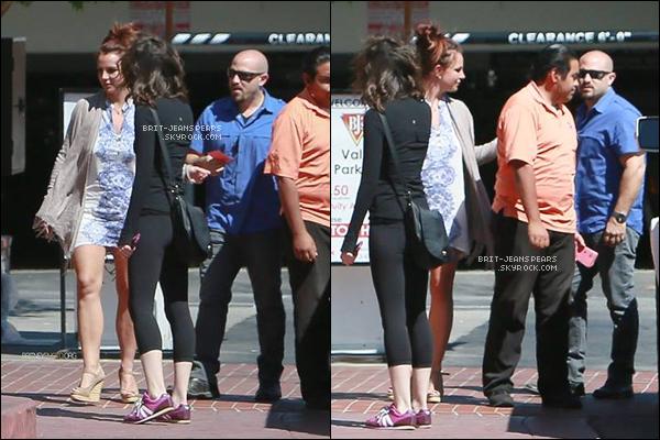 . Britney, ses fils et une amie se rendaient dans un restaurant à Calabasas, le 06 avril. .