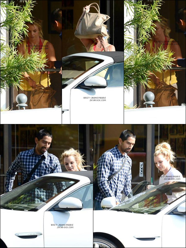 . Britney a été vue quittant un studio de danse à Thousand Oaks, le 25 octobre. .