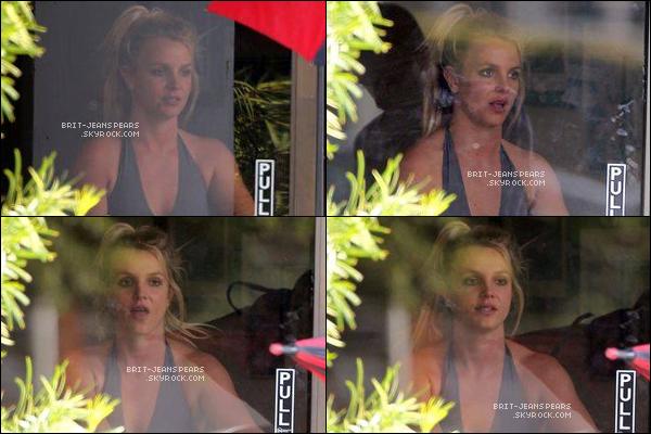 . Brit' a été vue alors qu'elle quittait un studio de danse à Thousand Oaks, le 23 octobre. .