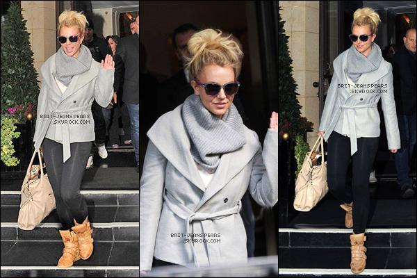 """. Britney était sur le plateau de l'émission télévisée """"Alan Carr Man Show"""", le 16 octobre. ."""
