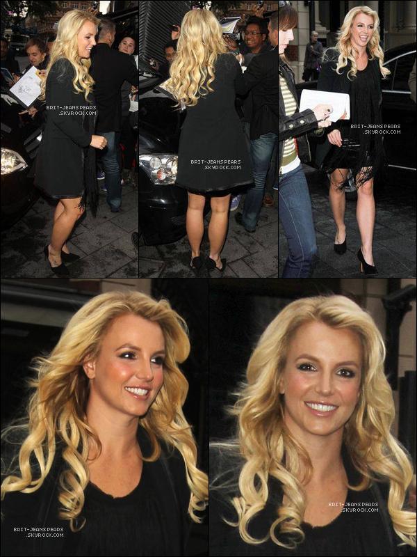 """. Britney a été vue se rendant au restaurant """"Hakkasan"""" à Londres, le 14 octobre. ."""