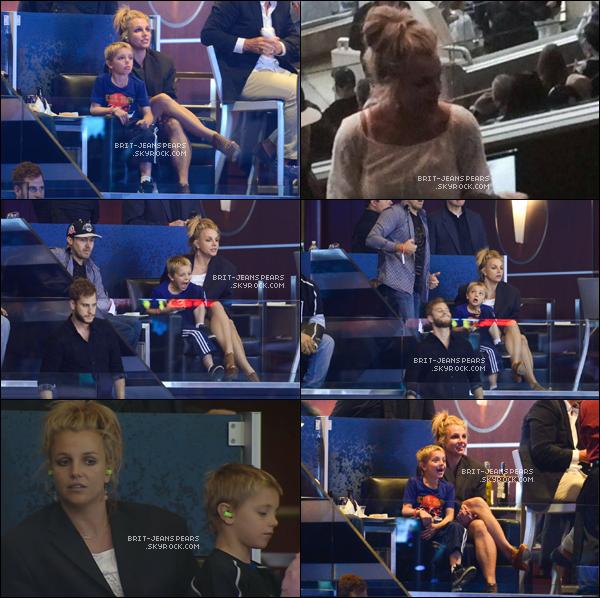 . Britney, Jayden et David assistaient à un match de hockey à Los Angeles, le 07 juin. .