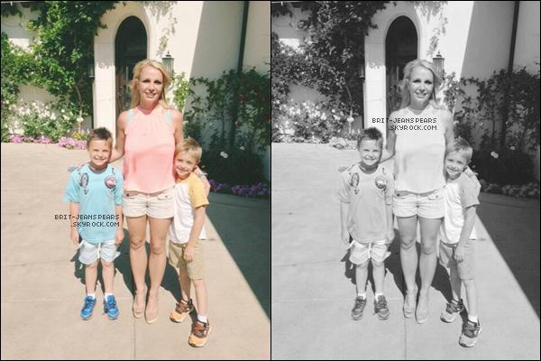 . Britney a été repérée alors qu'elle allait acheter des fleurs à Calabasas, le 24 juin. .