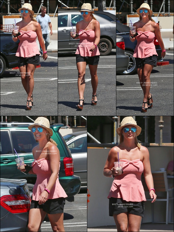 ". Britney a été vue sortant du magasin ""Bed Bath & Beyond"" à Los Angeles, le 08 juillet. ."