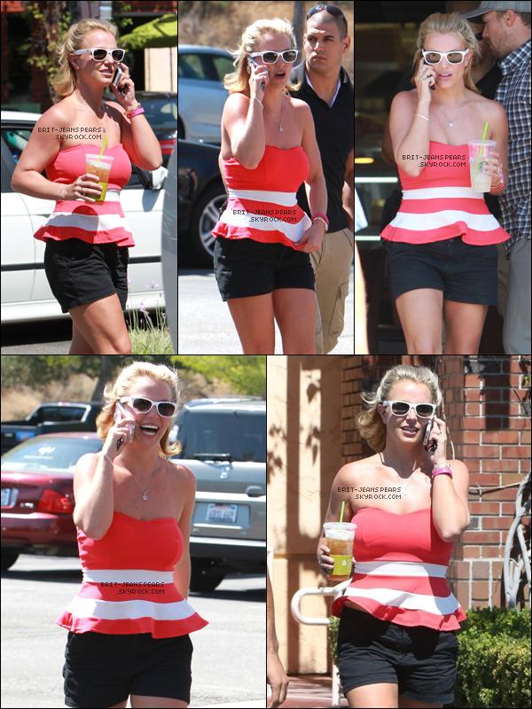 . Britney a été aperçue se baladant dans les rues de Thousand Oaks, le 11 août. .
