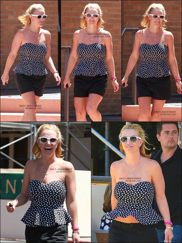 """. Britney a été vue faisant du shopping chez """"Sogno"""" à Westlake Village, le 13 août. ."""