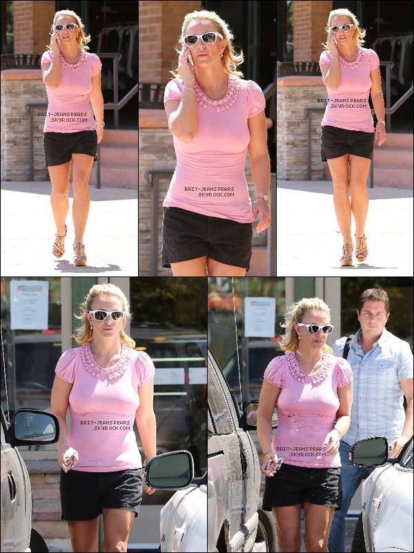 . Britney a été repérée alors qu'elle se promenait dans Westlake Village, le 26 août. .