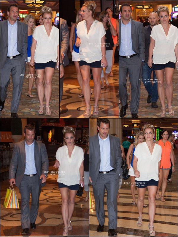 """. Brit' et son frère Bryan étaient au """"Palazzo Resort Hotel Casino"""" à LV, le 05 septembre. ."""