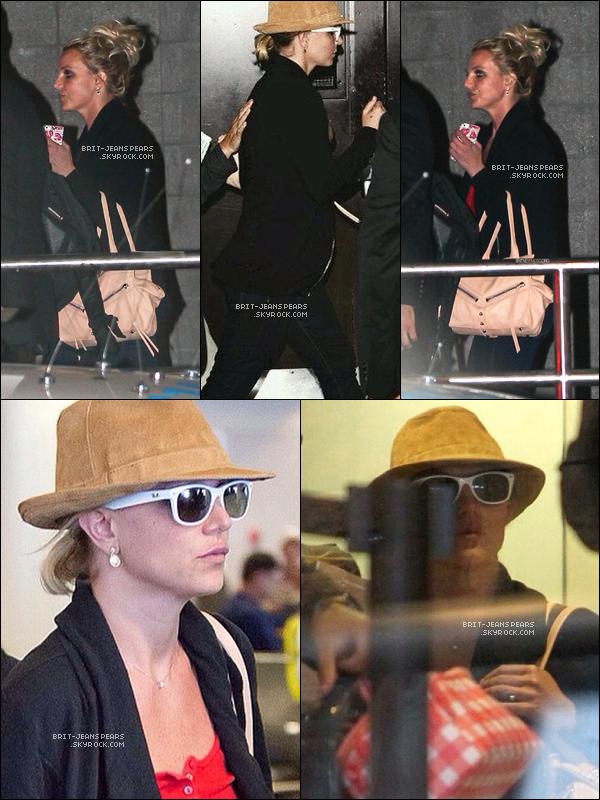 . Britney se rendait à l'aéroport de LAX afin de s'envoler pour New York, le 08 septembre. .
