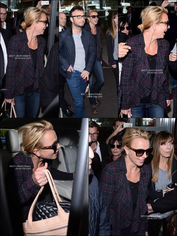 . Britney a été repérée alors qu'elle arrivait à l'aéroport de Varsovie, le 24 septembre. .