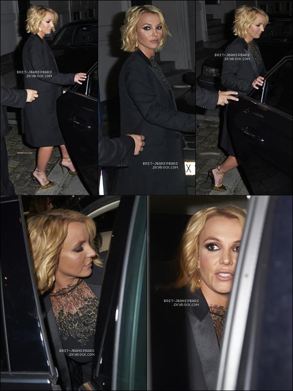 . Britney a été repérée alors qu'elle quittait son hôtel à Copenhague, le 25 septembre. .