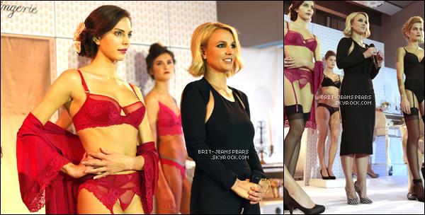 """. Brit' présentait sa collection de lingerie chez """"Change"""" à Oslo, le 26 septembre. ."""