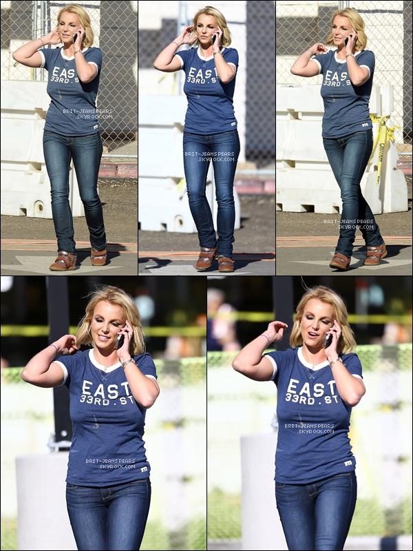 """. Brit' se rendait faire ses courses dans l'épicerie """"Vons"""" à Los Angeles, le 04 novembre. ."""