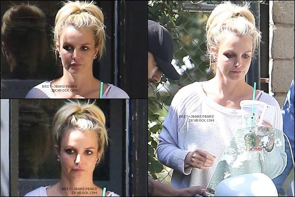 . Britney a été vue alors qu'elle quittait un studio d'enregistrement, le 04 octobre. .