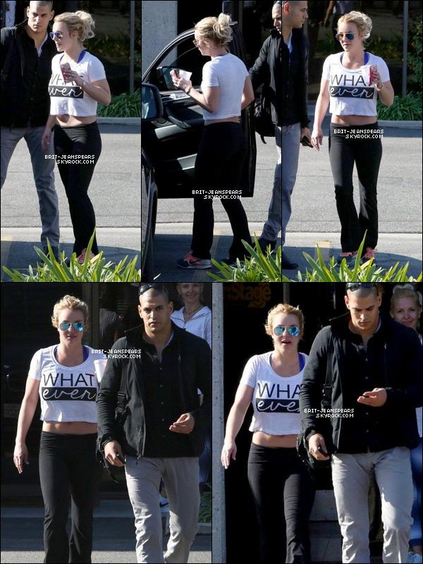 . Britney a été vue quittant un studio de danse à Thousand Oaks, le 08 janvier. .