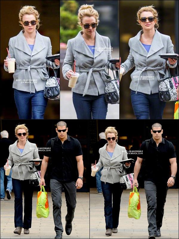 . Britney a été vue allant chercher son déjeuner à Sherman Oaks, le 20 janvier. .