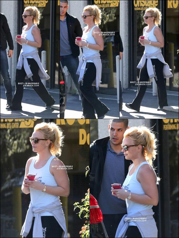 . Britney a été vue quittant un studio de danse à Calabasas, le 03 février. .