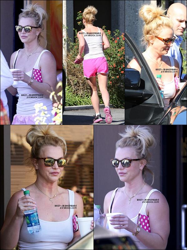 . Britney a été vue quittant un studio de danse à Calabasas, le 10 février. .