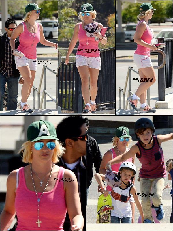 . Britney et ses fils ont été repérés alors qu'ils quittaient un Skate Park, le 04 avril. .