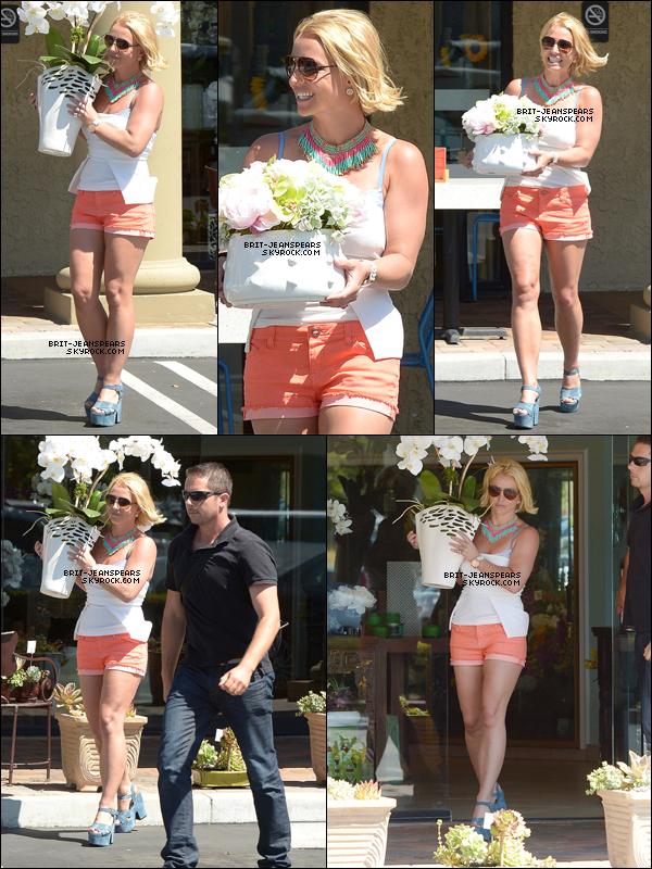 . Britney a été vue alors qu'elle sortait de chez un fleuriste à Westlake, le 17 juin. .