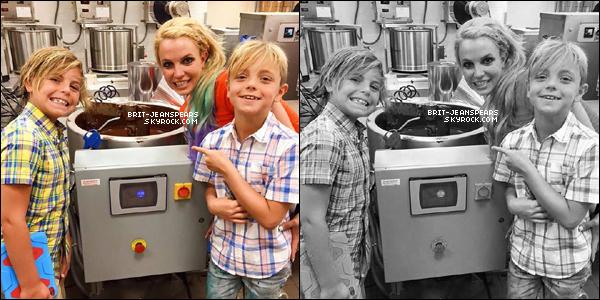 . Britney assistait à une rentrée des classes dans une école à Las Vegas, le 20 août. .