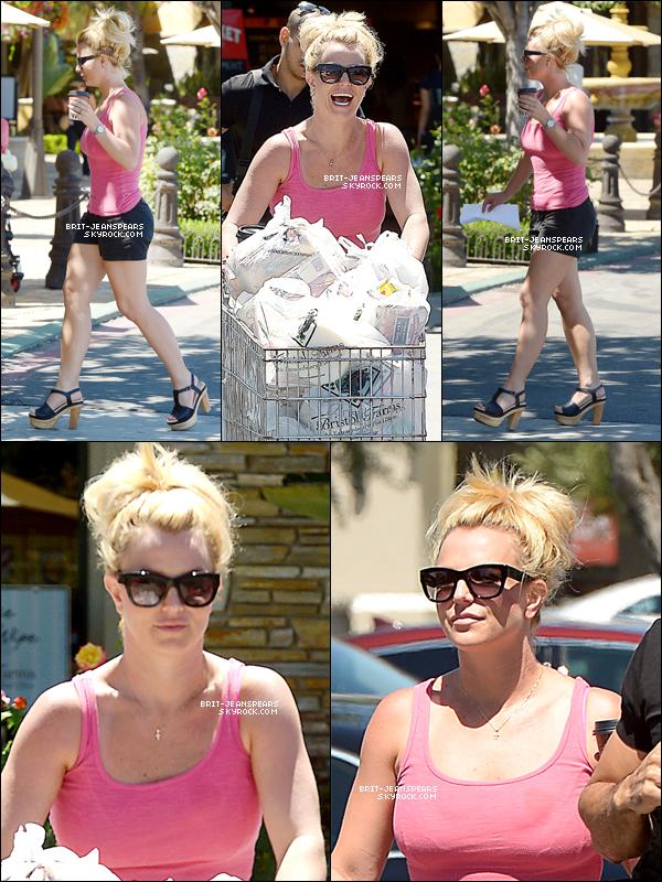 . Britney faisait ses courses et allait chercher un café à Los Angeles, le 14 juillet. .