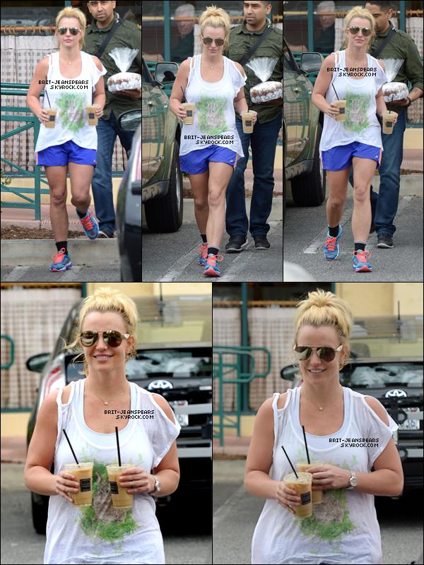 """. Britney faisait ses courses chez """"Target"""" à Thousand Oaks, le 19 juillet. ."""