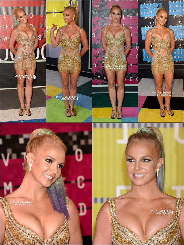 """. Britney était présente à la cérémonie des """"MTV Video Music Awards"""", le 30 août. ."""