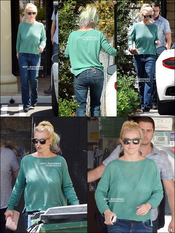 . Britney se rendait dans un studio d'enregistrement à Westlake Village, le 01 septembre. .