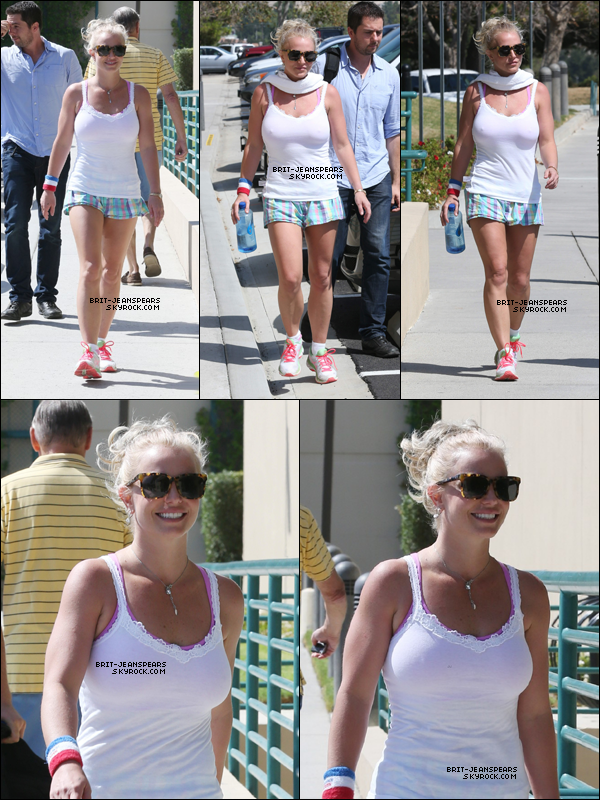 """. Britney allait acheter son déjeuner chez """"Wendy's"""" à Calabasas, le 22 septembre. ."""