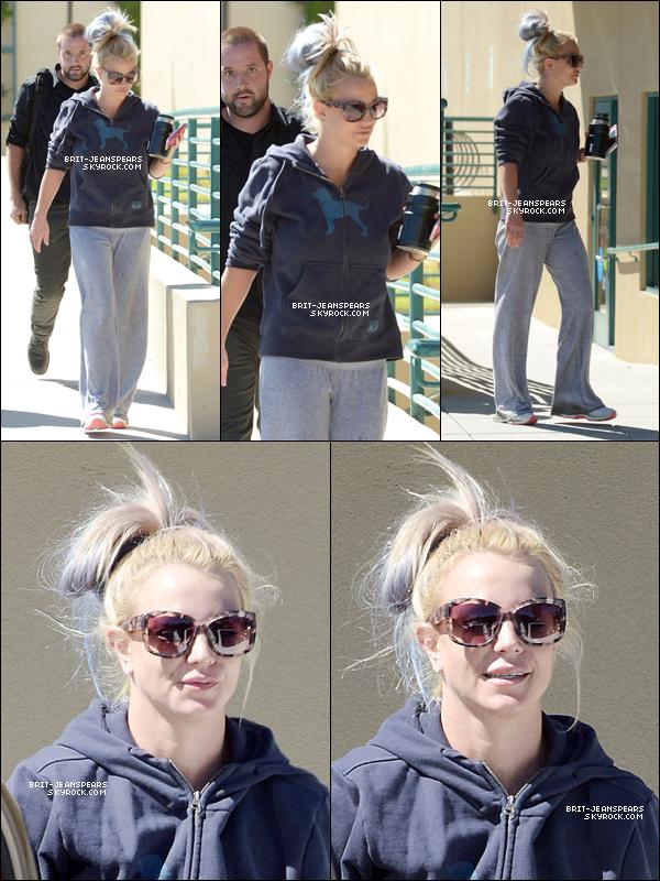 . Britney a été repérée se rendant à son cours de gym' à Calabasas, le 09 octobre. .