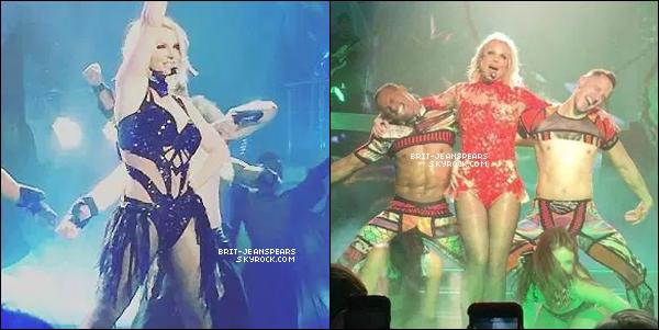 . Britney déchire à Las Vegas et elle nous offre six nouveaux costumes démentiels. ♥ .