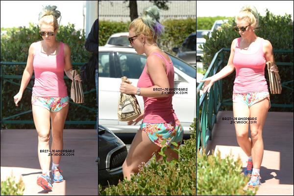. Britney a été repérée alors qu'elle faisait du shopping à Malibu, le 10 août. .