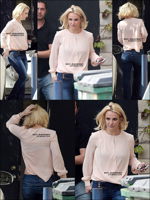 . Britney quittait un studio d'enregistrement à Westlake Village, le 27 octobre. .