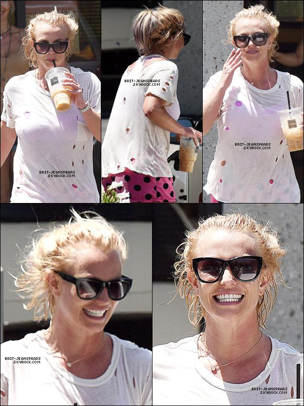 . Britney a été repérée devant un studio de danse à Calabasas, le 31 juillet. .