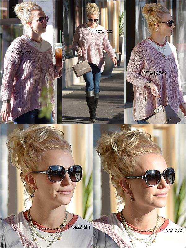 . Brit' a été repérée alors qu'elle faisait du shopping à Westlake Village, le 17 novembre. .